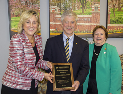 UT Chancellor Donde Plowman, Tom Connelly, current executive director and CEO of the American Chemical Society, and UT alum Diane Schmidt, former president ACS